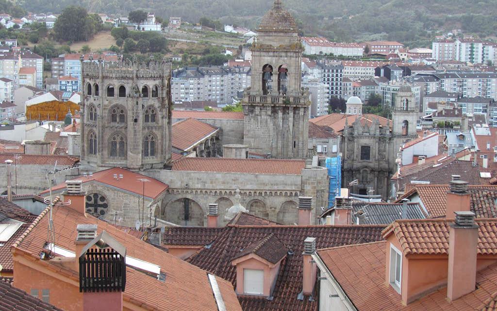 Perderse por su casco antiguo es uno de los imprescindibles de Ourense.