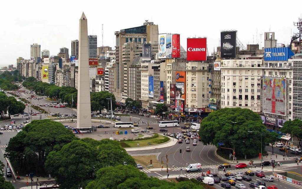 La Plaza de la República y Obelisco de Buenos Aires, en Argentina.