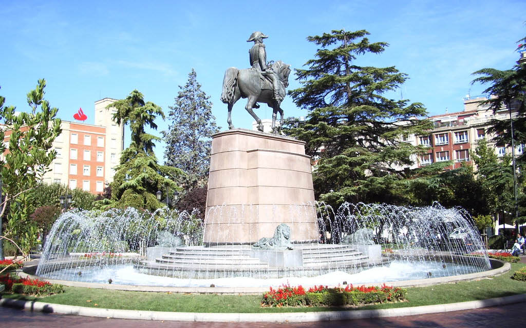 Qué ver en Logroño en dos días: el Monumento del General Espartero en el Paseo del Espolón