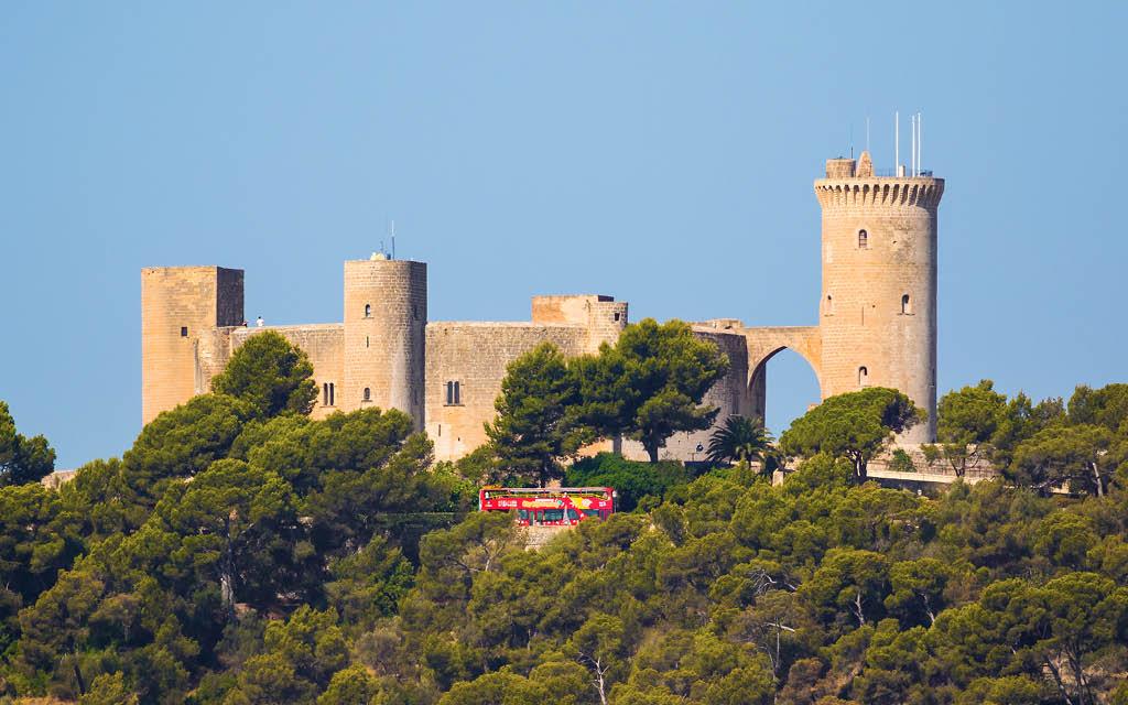 Castillo de Bellver es uno de los grandes atractivos turísticos de Mallorca.