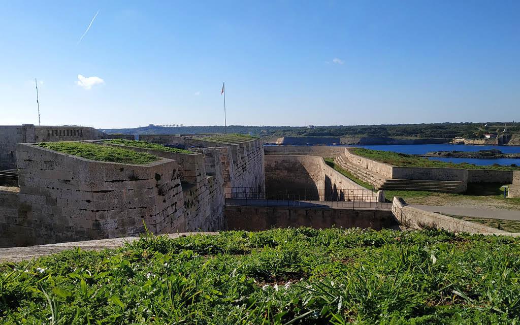 La Fortaleza Isabel II de La Mola es una parada obligatoria que ver en Menorca en 1 día.