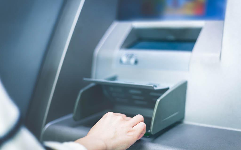 Sacar dinero en el extranjero en un cajero automático