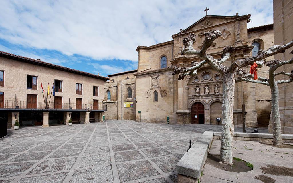 Santo Domingo de la Calzada es uno de los pueblos que ver en La Rioja.