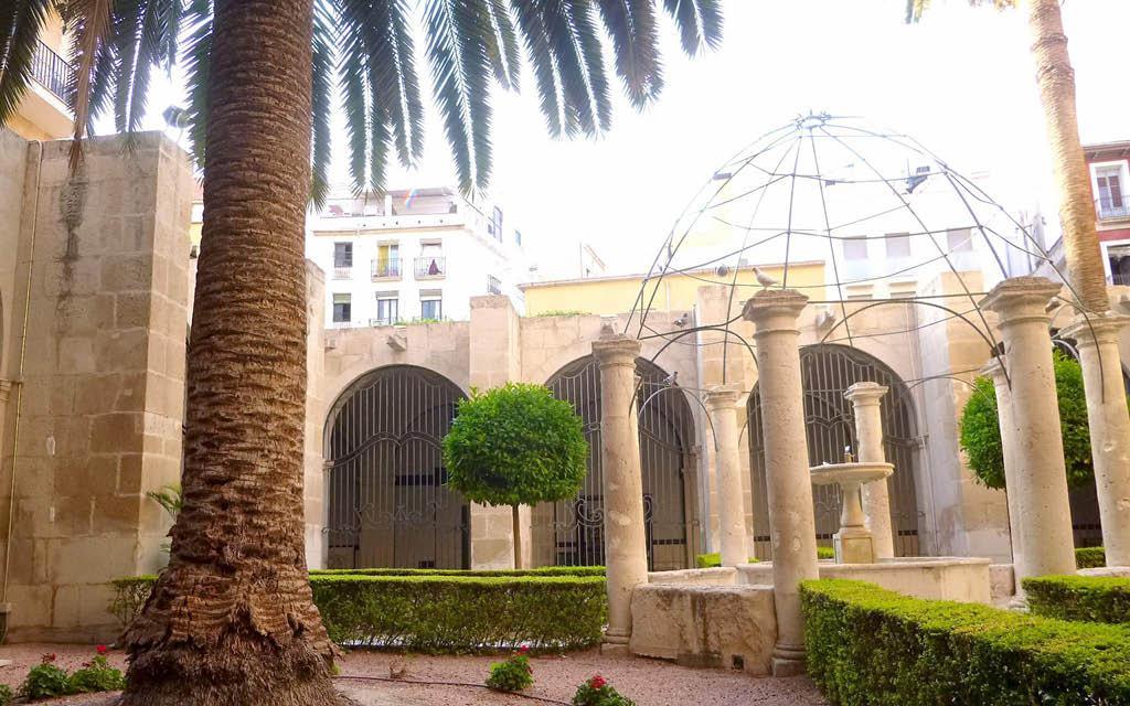 La Concatedral de San Nicolás de Bari es uno de los sitios curiosos de Alicante