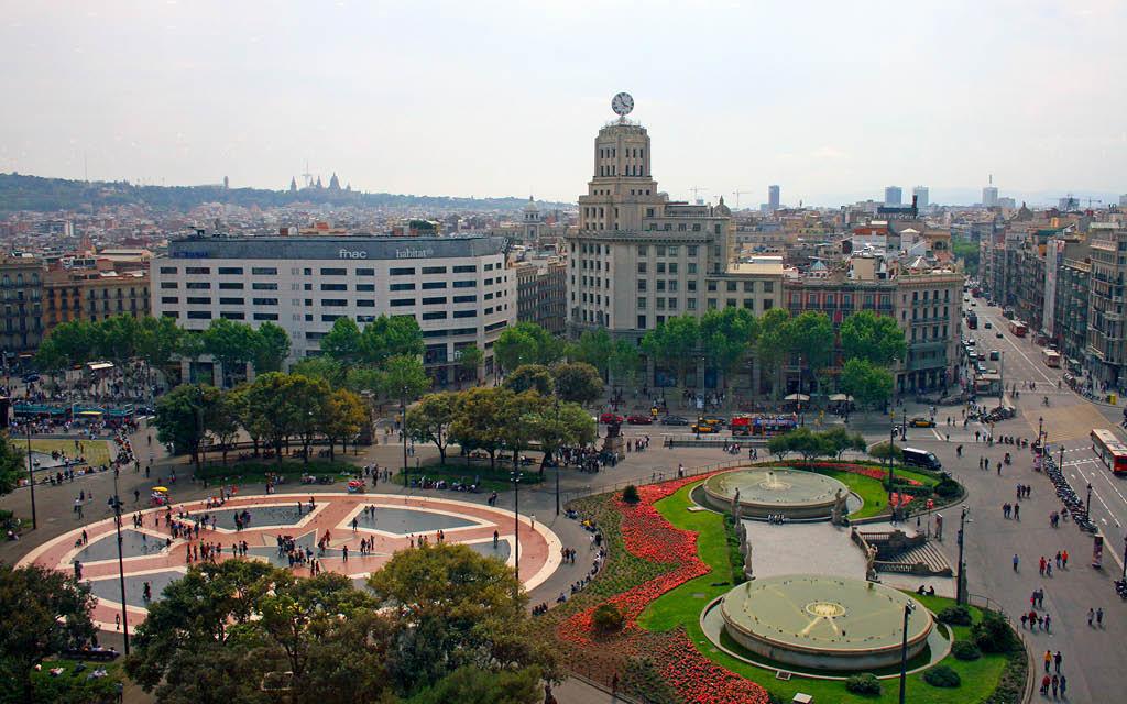 La Plaça de Catalunya es una de las cosas para no perderse en Barcelona