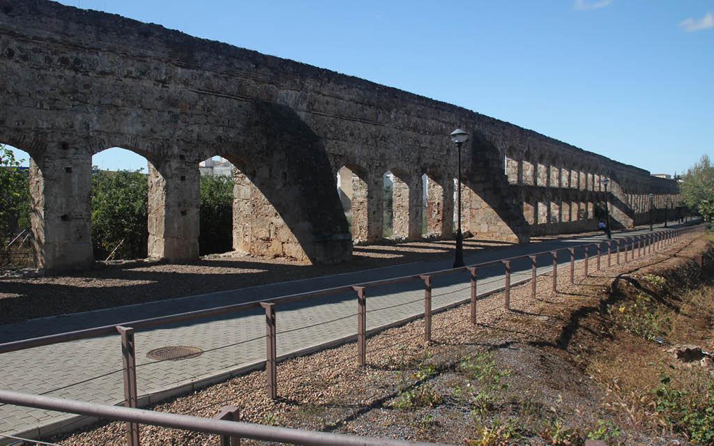 El Acueducto de San Lázaro es uno de los lugares de interés de Mérida