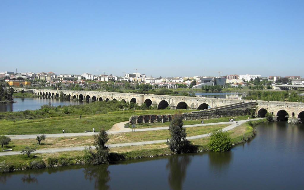 El Puente Romano es una de las cosas que tienes que visitar en Mérida