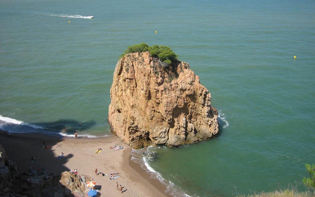 Mejores calas de Costa Brava Isla Roja Begur playa