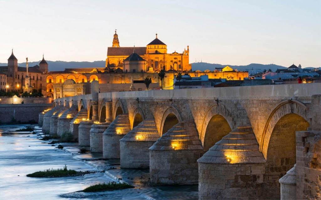 Córdoba es uno de los mejores sitios para visitar Andalucía en pareja