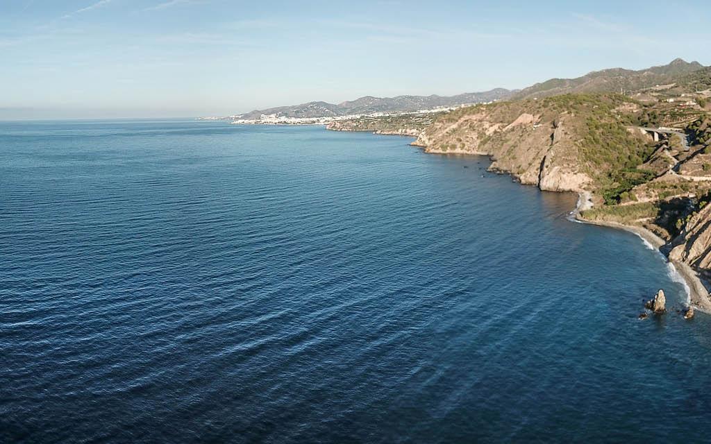 Paraje Natural de los Acantilados de Maro-Cerro Gordo es uno de los sitios más bonitos de la costa de Andalucía