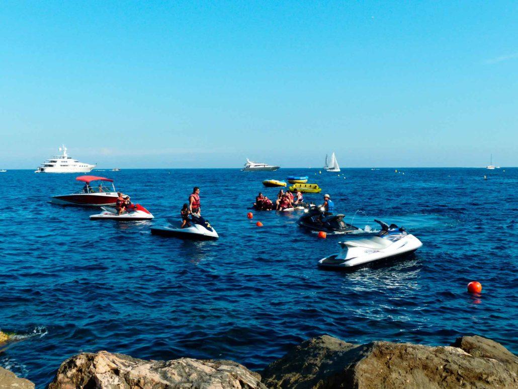 La moto de agua es una de las mejores actividades acuáticas de Benidorm