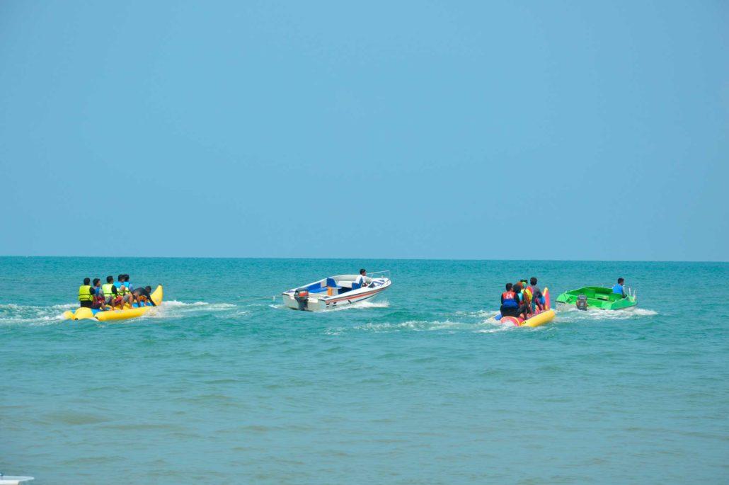 Una de las mejores actividades acuáticas en Benidorm es el Banana Boat