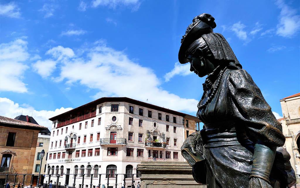 La Estatua de La Regenta es uno de los imprescindibles que ver en Oviedo en 1 día