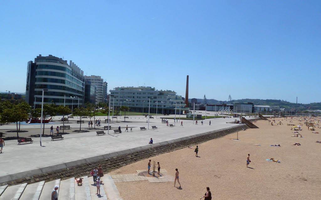 La Playa de Poniente es una de las mejores cosas que ver en Gijón en 3 días