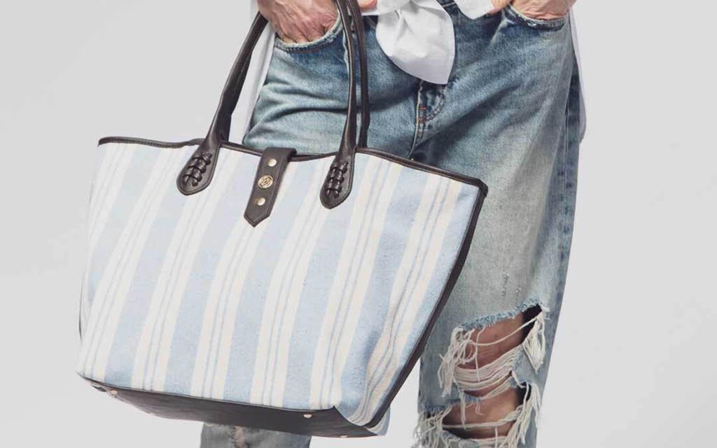 Podemos llevar bolsos de playa y seguir a la moda.