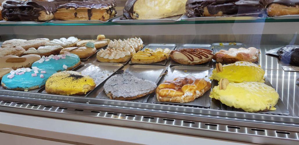 Comer una palmera rellena en Málaga