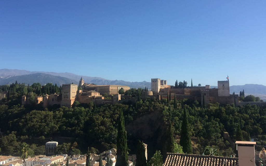 La Alhambra es un imprescindible que visitar en Granada