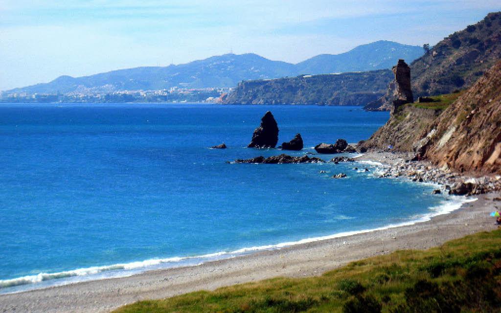 Playa de Maro, la playa más bonita de Málaga